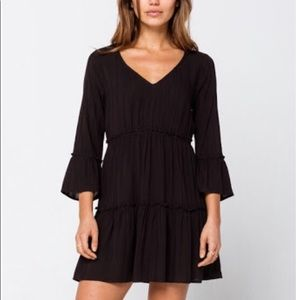 Sky and Sparrow Tiered Bell Sleeve Dress Sz L